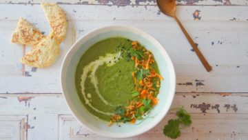 Groene currysoep met boerenkool, broccoli en prei