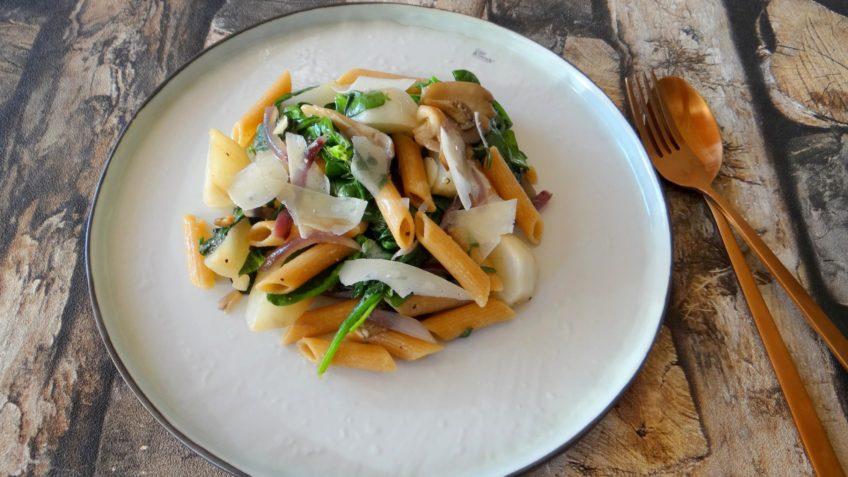 Pasta met herfstknolletjes, spinazie en oesterzwammen