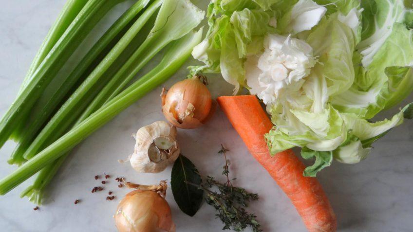 Zelfgemaakte groentebouillon