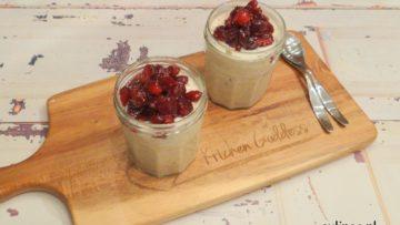 Overnight oats met chaikruiden en cranberrycompote