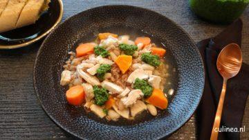 Kippensoep met wortel, witte bonen en spelt