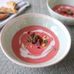 Rode bietensoep met gember en kokosmelk