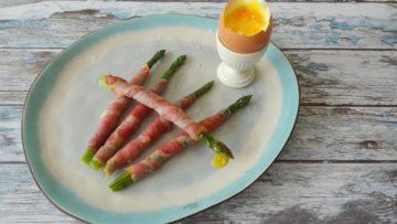Aspergesoldaatjes met zachtgekookt ei