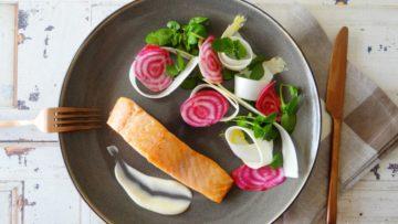 Lavendel zalm met rauwe asperges en biet