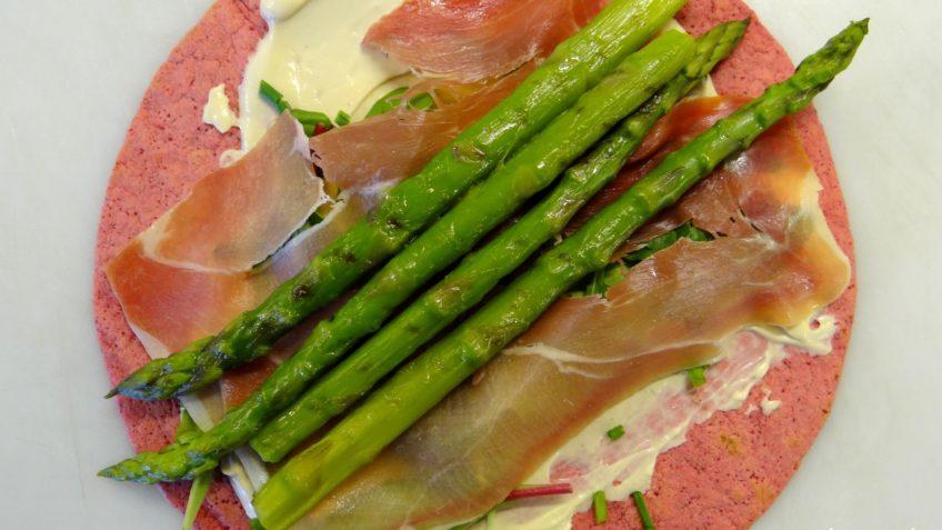 Rode biet wraps met groene asperges en Prosciutto