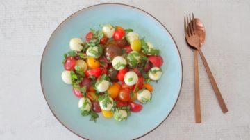 Cherrytomaatjes met gemarineerde mozzarellabolletjes