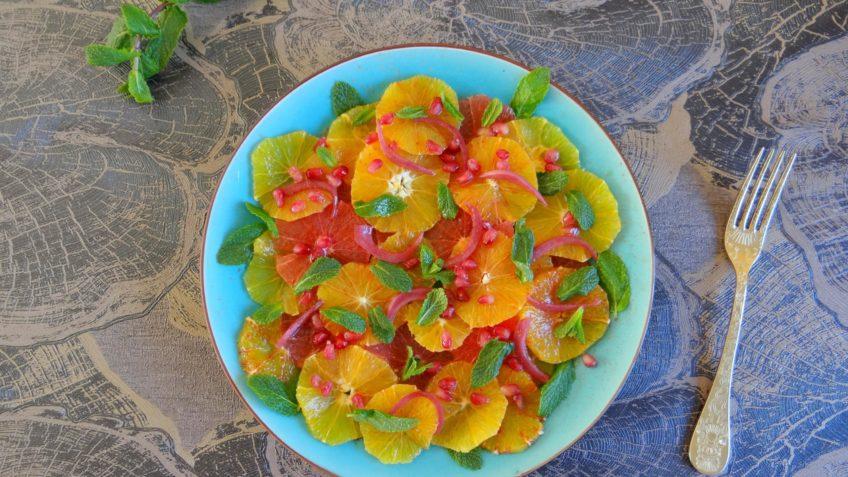 Citrus salade met granaatappel, rode ui en munt
