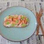 Toast met verse roomkaas, zalm en pre-harvest knoflook