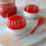 Chiapudding met aardbeienjam