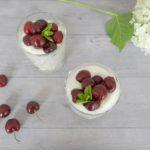 Kersen met een luchtige yoghurt