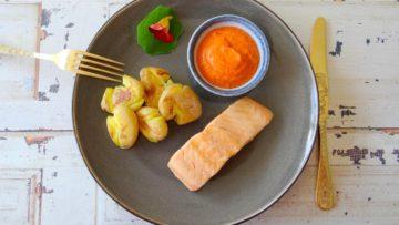 Zalm met geplette aardappeltjes en Romesco saus