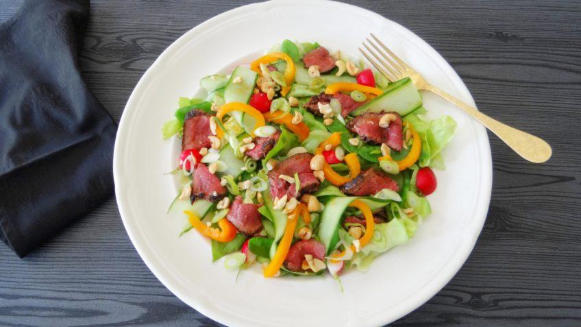 Aziatische steaksalade met pittige dressing