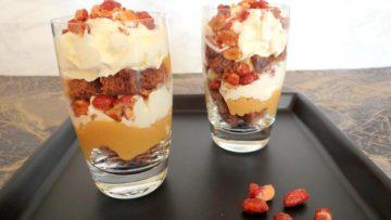 Karamel chocolade pinda trifle in een glaasje