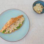 Kipkerrie salade met mangochutney