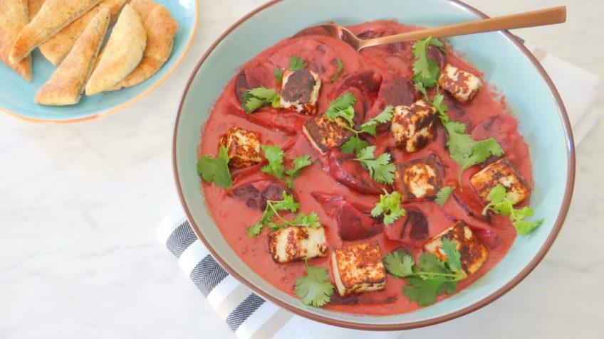 Vegetarische Paneer en rode bieten curry