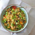 Parelcouscous salade met aubergine, courgette en paprika