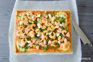 Pizza met asperges, tuinbonen, doperwten en pesto