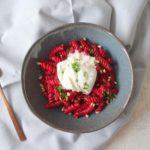 Fusilli met gepofte rode bietsaus en burrata