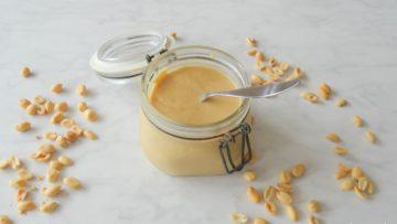 Zelfgemaakte proteïne pindakaas