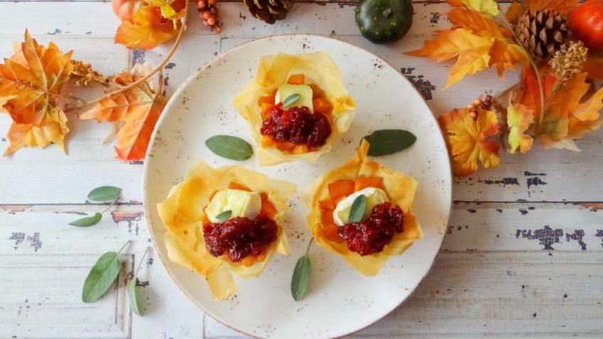 Filotaartjes met pompoen, brie en cranberrycompote