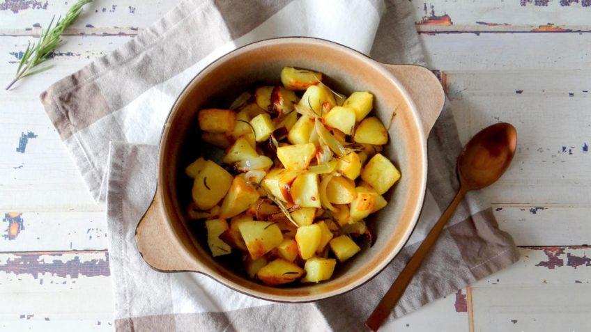 In de oven geroosterde aardappelen