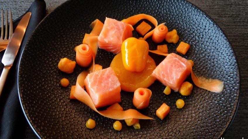 Gekonfijte zalm met oranje groenten