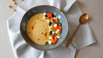 Hummus soep met salie en feta