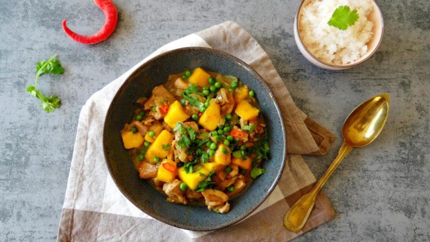 Kip kerrie met erwtjes, mango en rijst