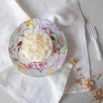Ontbijttaartje met yoghurt, kokos en amandelen