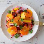 Salade van gepofte gekleurde biet en wortel