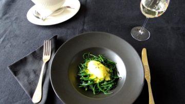 Vis quenelles met beurre blanc, spinazie en zeekraal