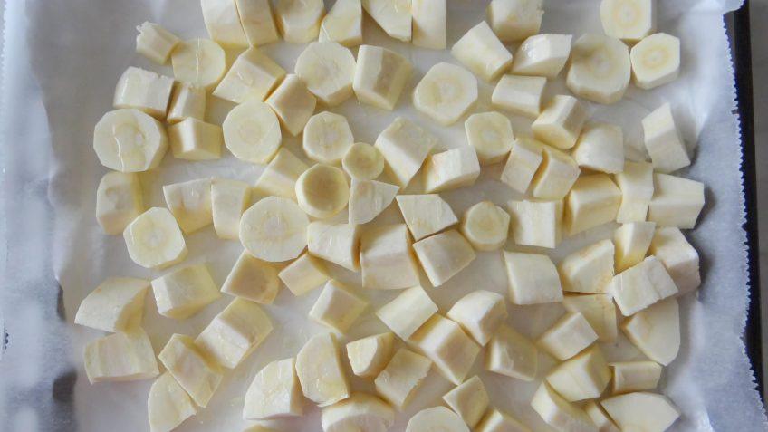 Geroosterde pastinaaksoep met palmkool pesto