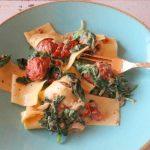 Pasta met gehaktballetjes, spinazie en zongedroogde tomaten