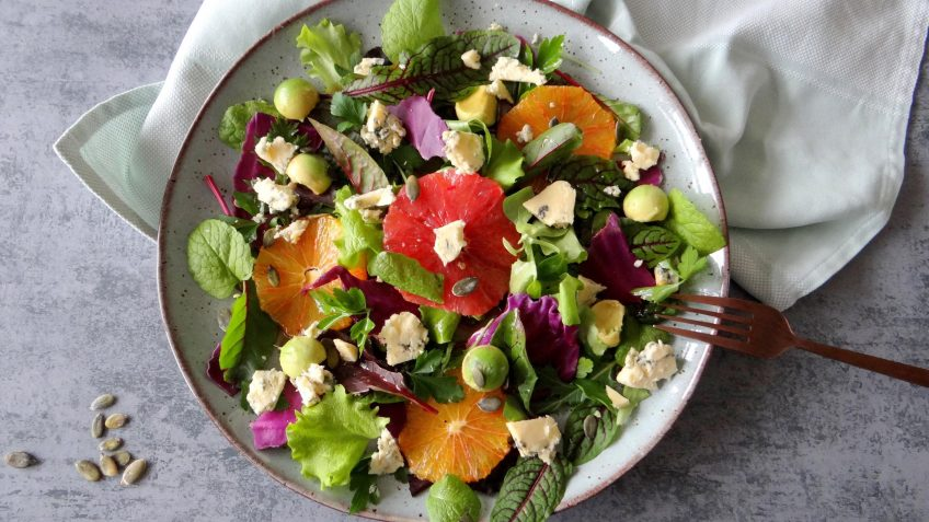 Winterse salade met citrus en blauwe kaas
