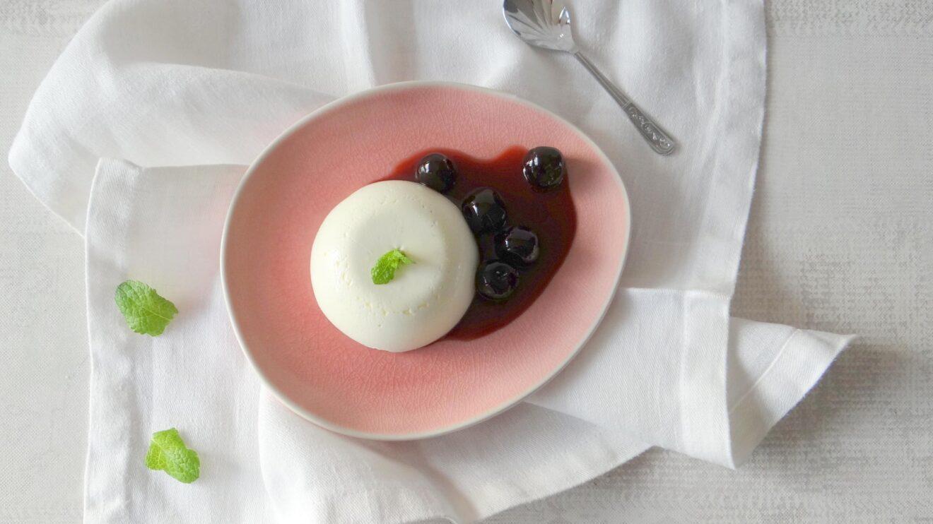 Yoghurt panna cotta met Amarena kersen
