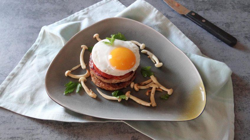 Engels ontbijt in de vorm van een hamburger