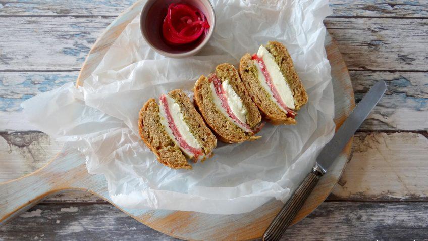 Mega dik belegde sandwich