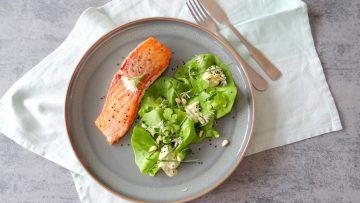 Gebakken zalm met een groene salade