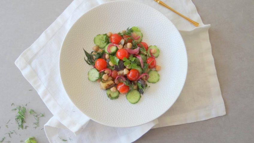 Aubergine en kikkererwten salade