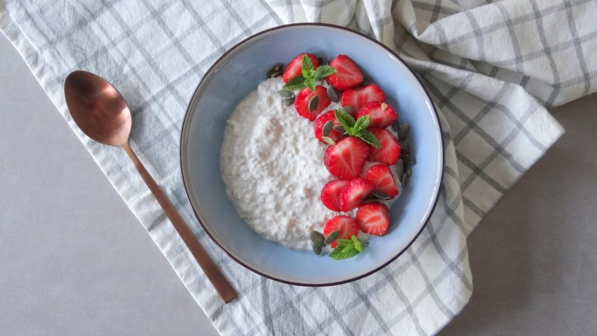 Havermout chiapudding met aardbeien