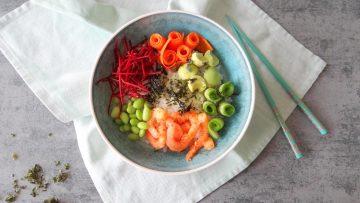 Sushi rijstbowl met garnalen
