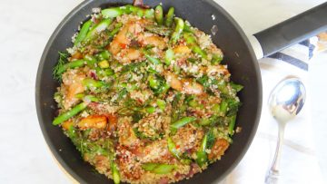 Bulgur met pikante saucijzen en groene asperges