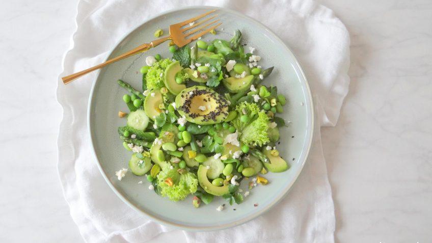 Groene salade met groene kruiden