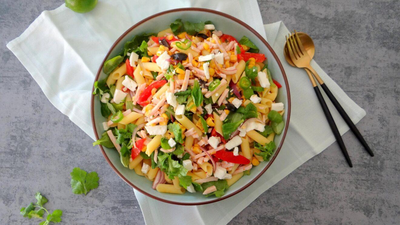 Mexicaanse pasta en maïs salade