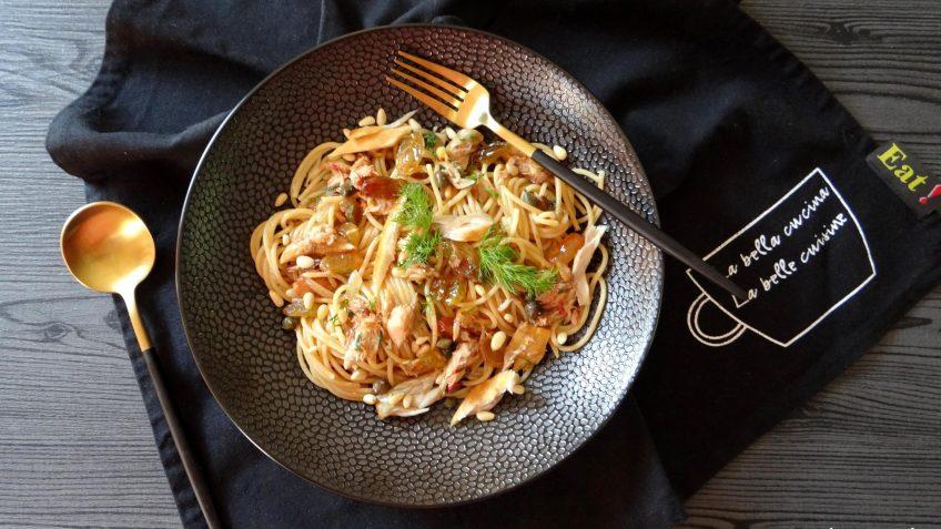 Spaghetti met makreel en sultana's