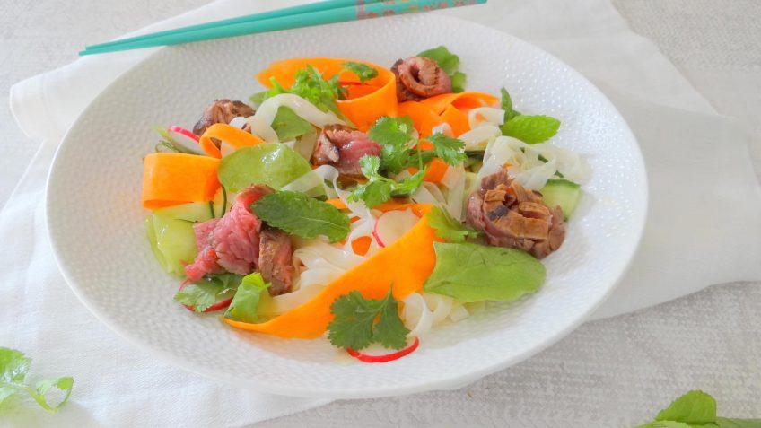 Steak en noedel salade