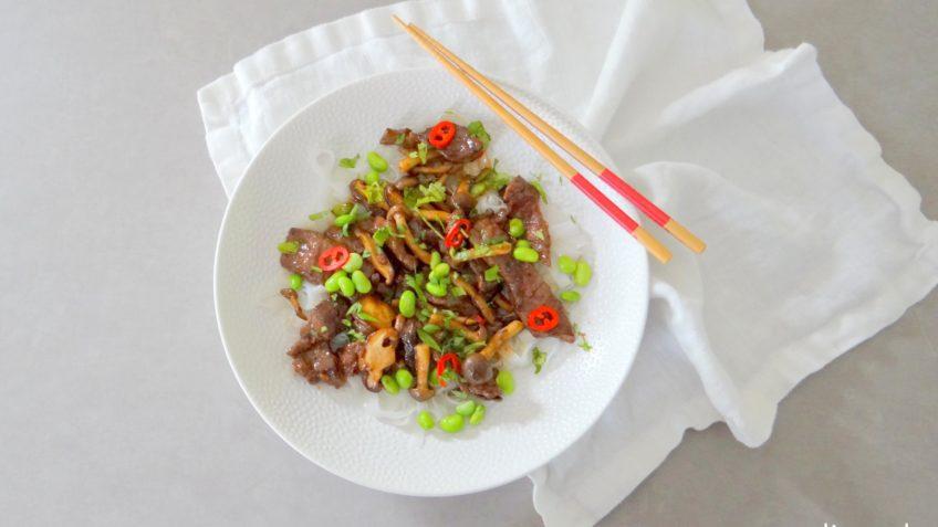 Roergebakken biefstuk met zwarte bonensaus