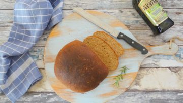 Brood met olijfolie en rozemarijn