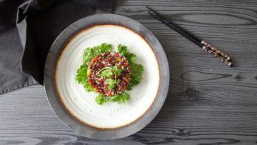 Tonijn tartaar met sojasaus en sambal