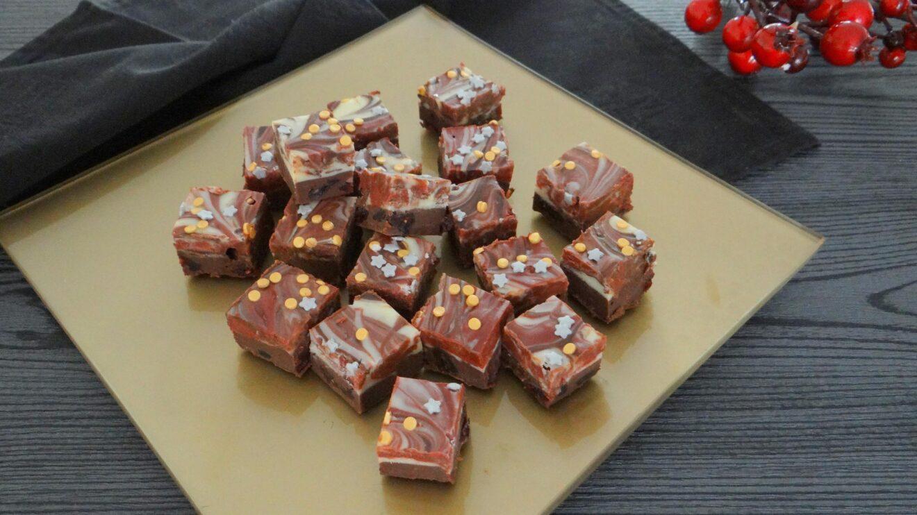 Feestelijke chocolade met dronken cranberries
